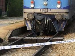 Nova nesreća na pružnom prelazu u Lukavcu: Težak sudar voza i putničkog automobila