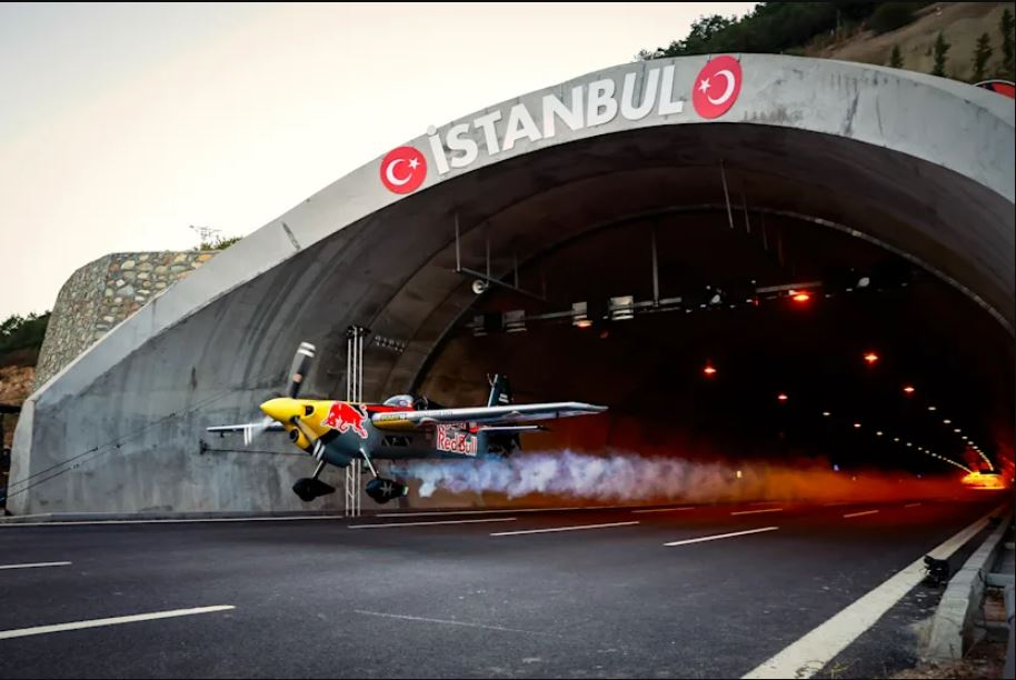 Avionom s 245 km/h prošao kroz dva tunela / VIDEO