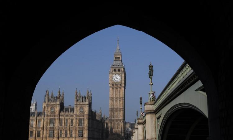 Evropljanima od danas za ulazak u Britaniju potreban pasoš